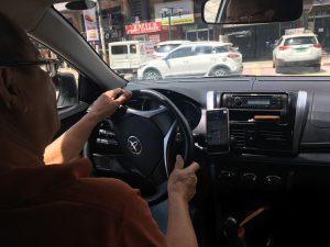マニラのタクシー車内の写真