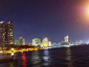 マニラ湾、レストランから望む夜景