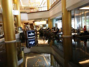 マカティのホテルのカフェ