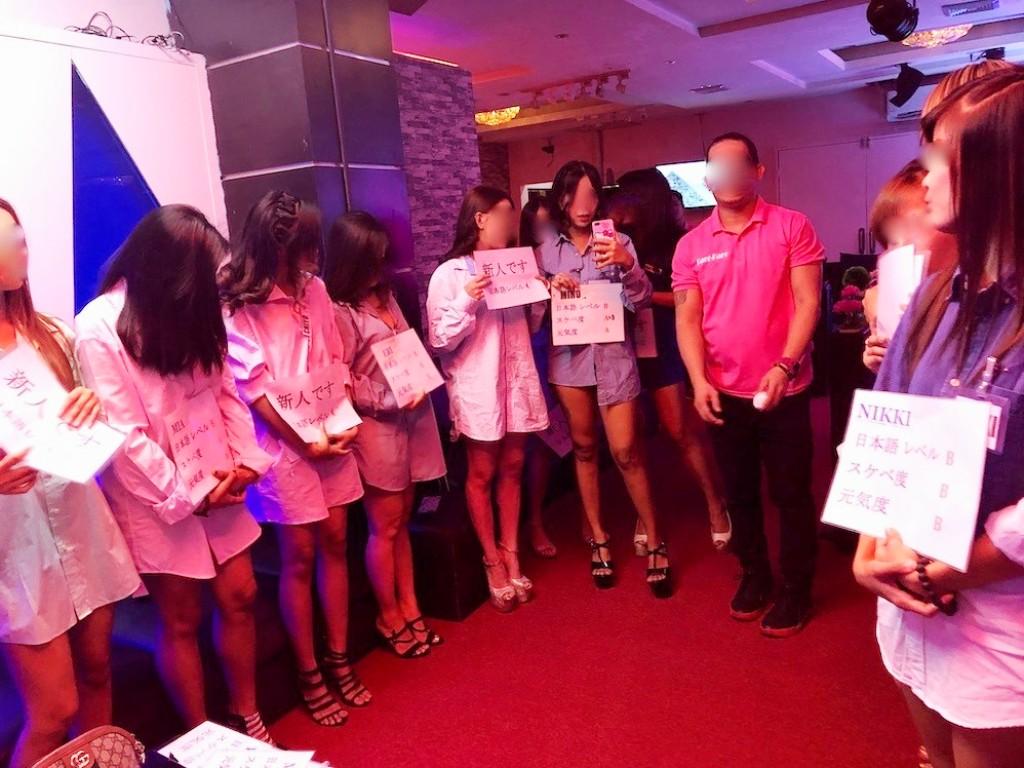 マニラ夜遊び、KTVのセクシーな女性たち