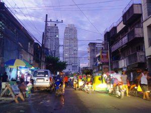 マニラの街、オフィス街とスラムが近くにある