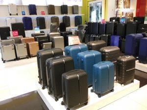 マニラのショッピングモール「スーツケース売り場」