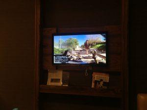 ホテルの部屋でテレビ
