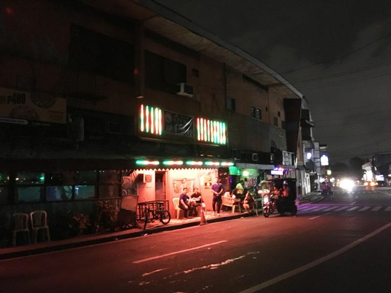 マニラの夜遊び ローカルKTV「エアポートロード」