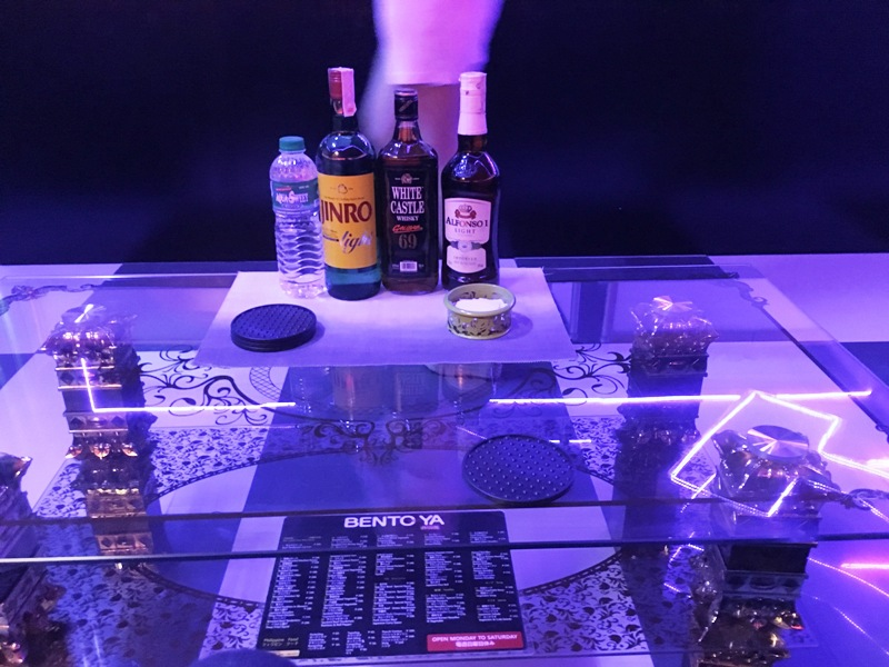 ktv マニラ ブルーバナナ 夜遊び テーブル上の写真