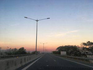 マニラの高速道路 夕方