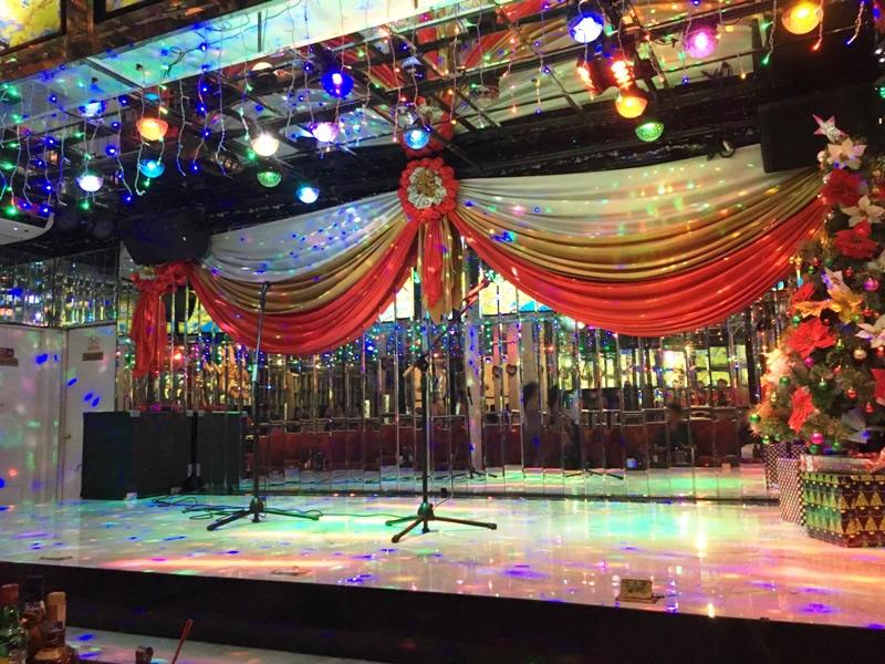マニラ 夜遊び KTV「ケイコ Keiko」 ステージ