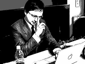 オノケン オフィスでブログ執筆中