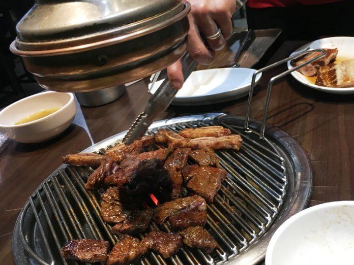 フィリピン おすすめレストラン 韓国焼肉 店員が焼いてくれる