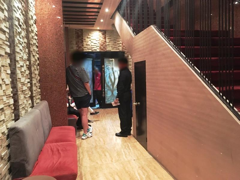 【夜遊び】マニラの高級KTV『Premier Junko プレミア順子』 マカティ エントランスから通路、階段