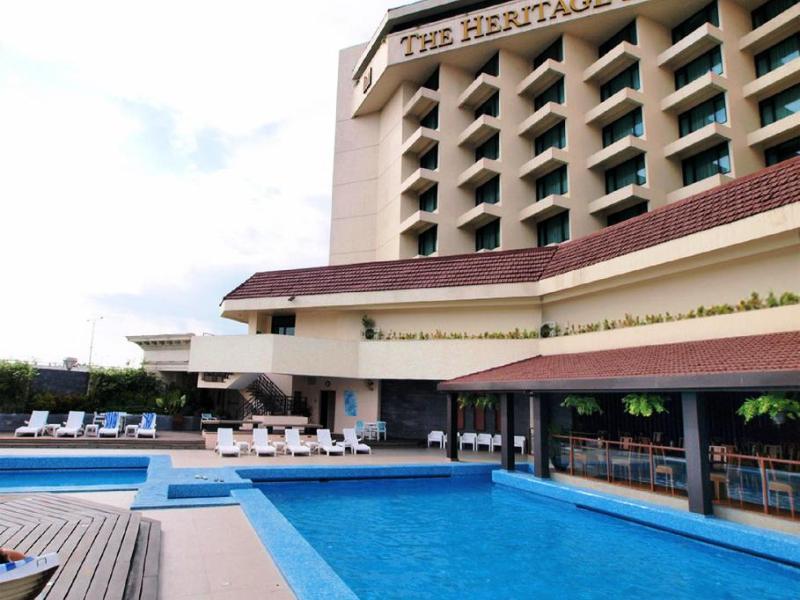 ヘリテージホテル プール マニラ パサイ